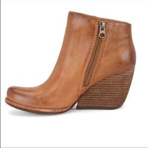 kork-ease natalya brown ankle wedge booties 8.5